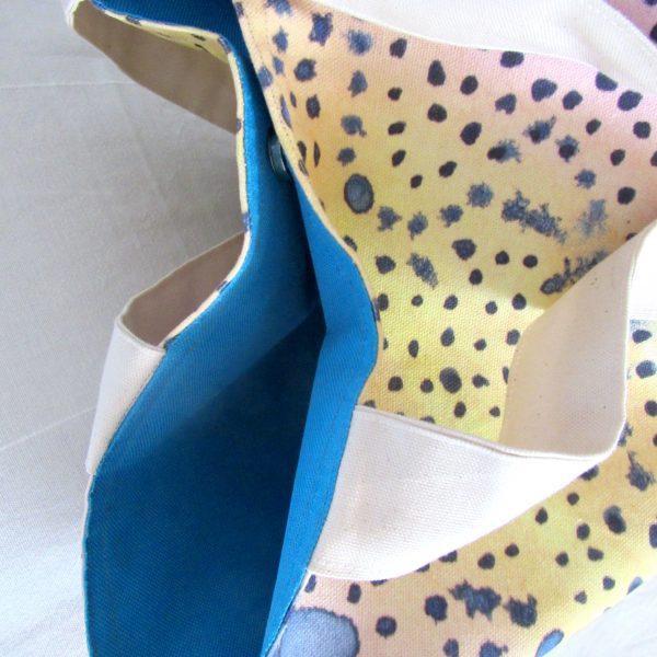 Dot pattern tote bag detail